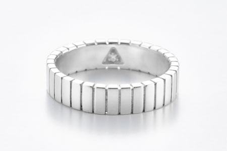 Present large band ring